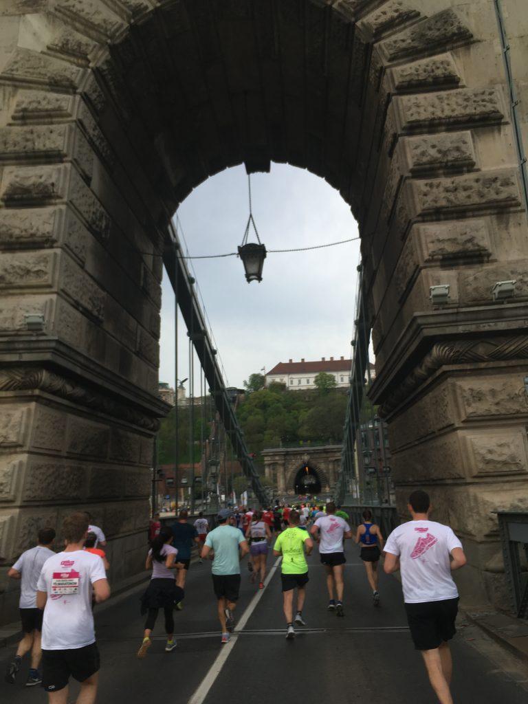 Vivicittá futóverseny Lánc-híd
