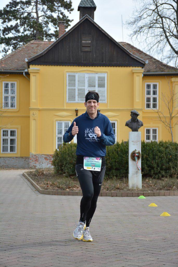 Harmat-Szabó Gábor fut