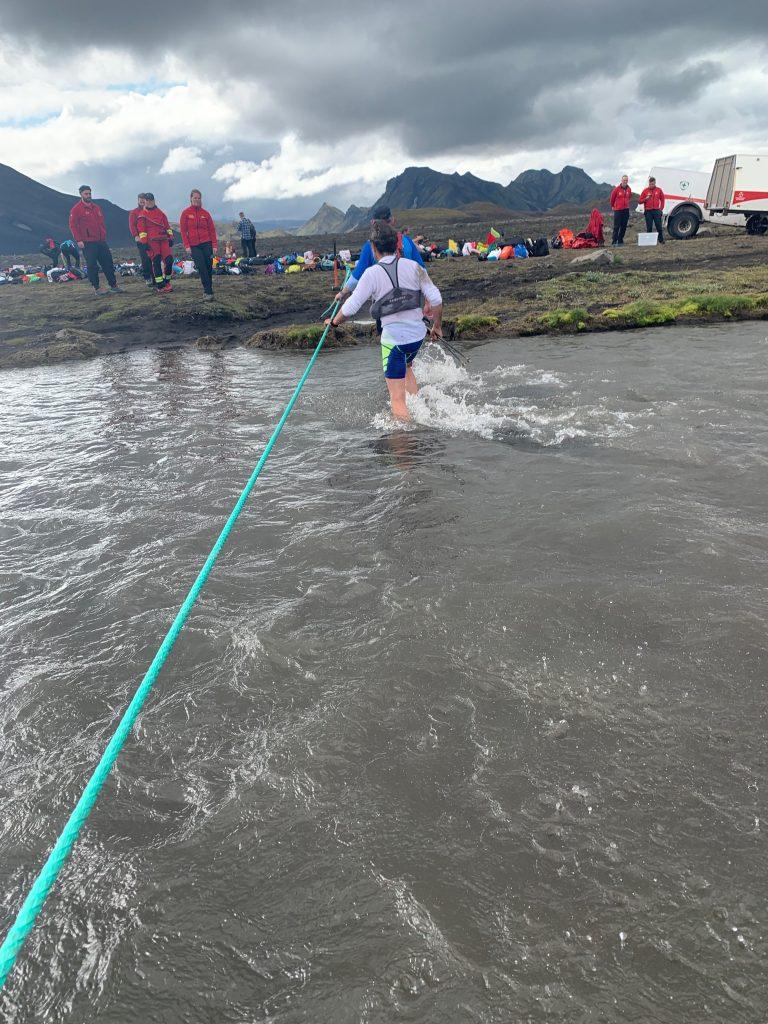 Laugavegur Ultra Marathon átkelés egy folyón